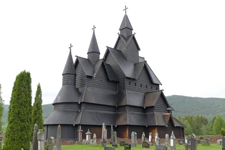 Les églises en bois debout de Norvège.
