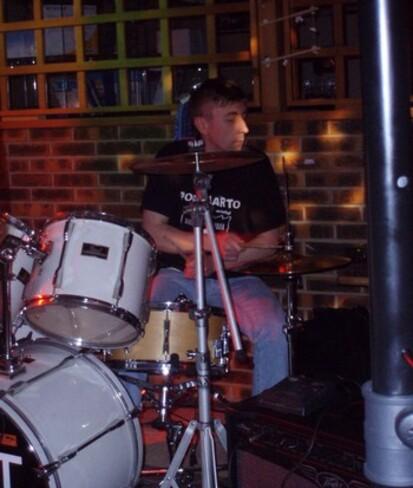Fred le batteur du groupe