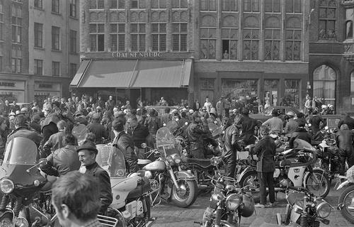 """Concentration du """"Cheval d'Acier"""" 1971 à Bruges (2)"""