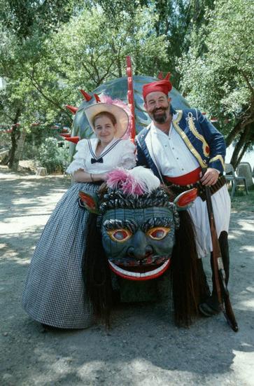 De la parure II : le costume traditionnel  - exemples dans le Comtat et en Provence