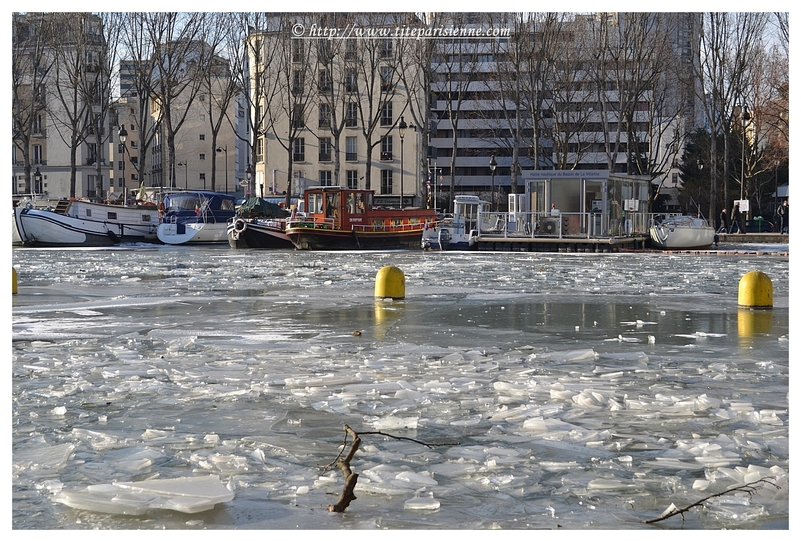 Le Bassin de la Villette sous la glace : hiver 2012