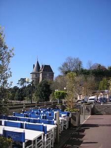 resto_avec_vue_sur_mer_et_chateau