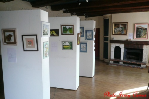La section peinture des Amis du Châtillonnais a exposé à l'Office du Tourisme de Recey sur Ource...