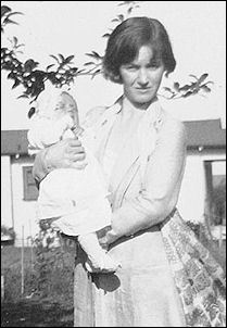 1926 Baby NJ and mother Gladys during a rare visit