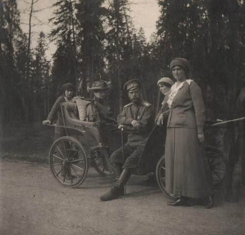 Empress Alexandra, Nicholas II, and Grand Duchesses Anastasia, Olga, and Maria in the Crimea: 1914.