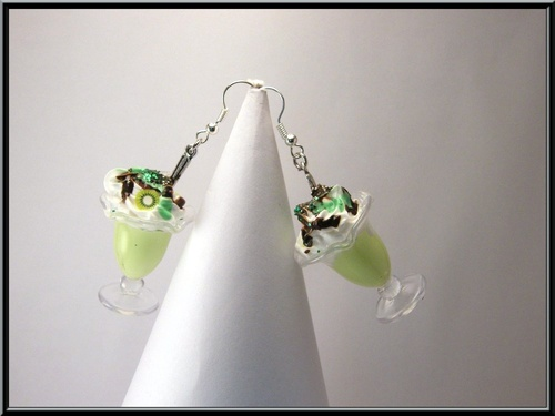 Boucles d'oreille glace kiwi/chocolat et sa chantilly.