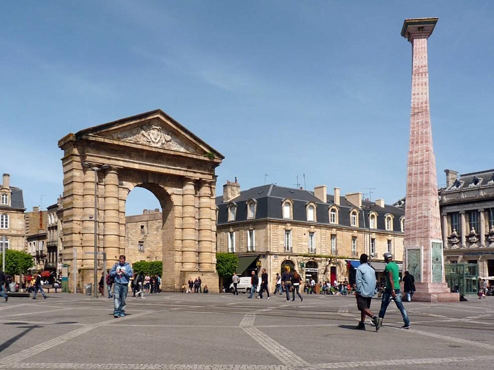 Bordeaux-01-Place-de-la-Victoire.jpg