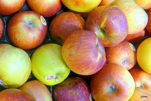 Des fruits : pommes et poires ... (2)