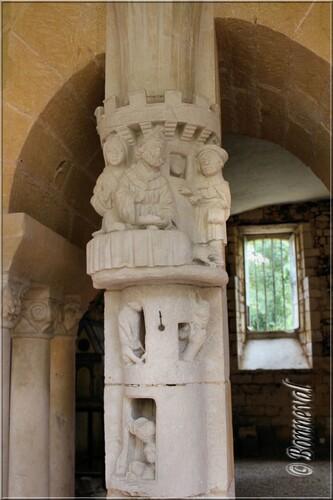 Abbaye de Cadouin la salle capitulaire galerie Est pilier 15ème siècle Lazare et le mendiant