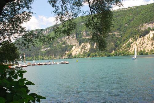 Le lac de Nantua sans son écrin