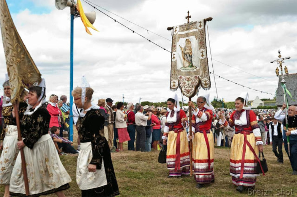 costume féminin sainte-anne-la-palud