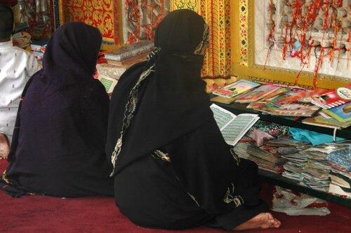 6 - Femmes lisant- photographies couleur