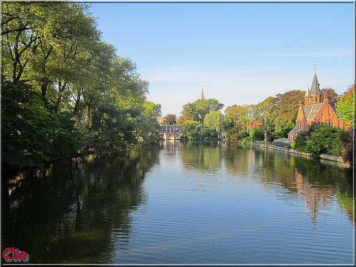 Bruges - Le Minnewater et remparts anciens
