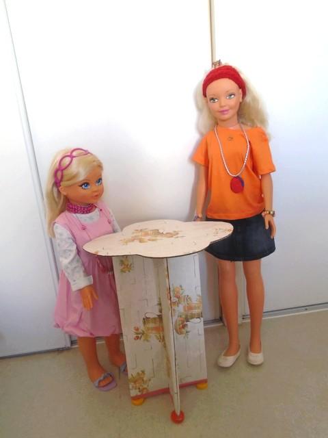 Une petite table en cartonnage