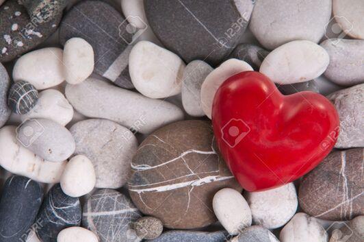 """Résultat de recherche d'images pour """"galets en coeur"""""""