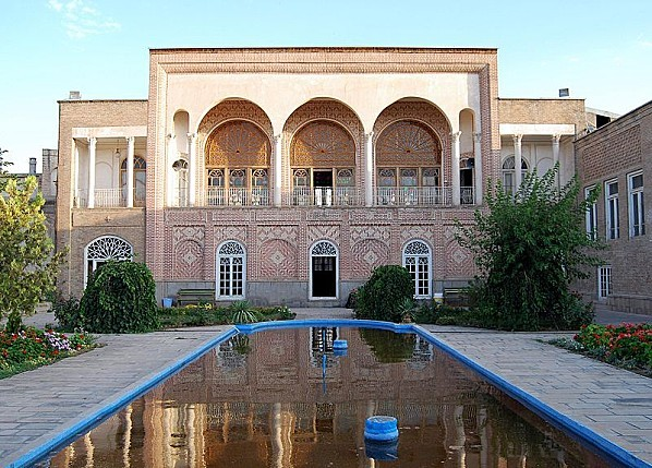 800px-A building in Tabriz