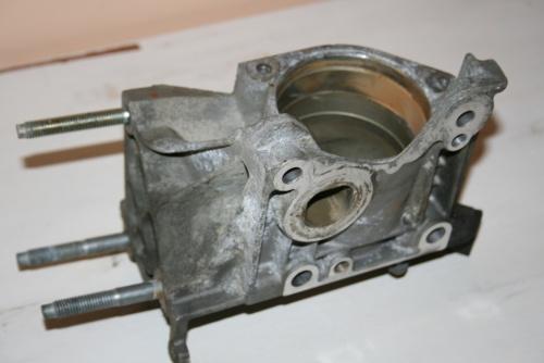 La pompe à eau avant allègements (1920 gr.)