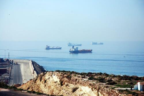 Navires en attente vers le port d'Agdir