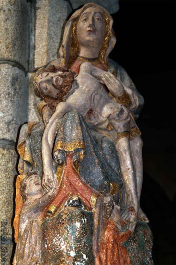 Saint-Herbot :  La piéta polychrome de Saint Herbot