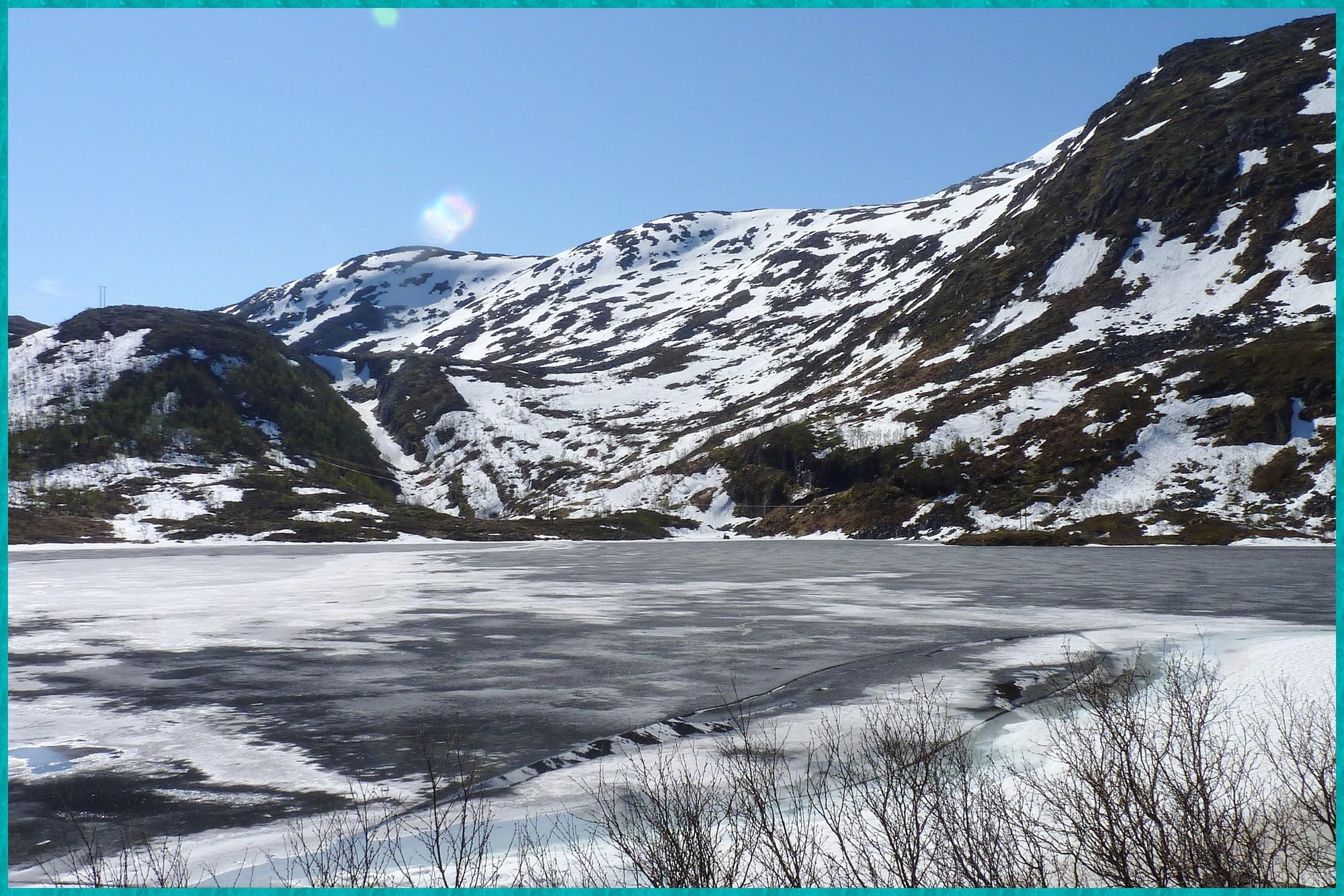 Lac gelé entre Lysnes et Stønnesbotn