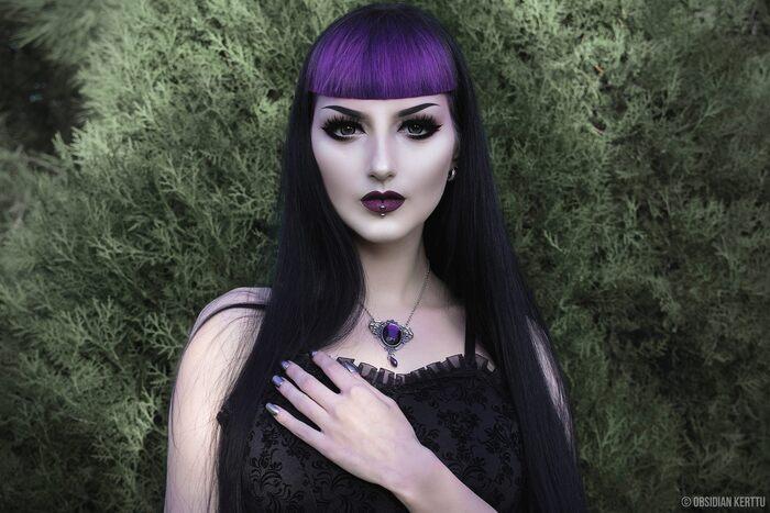 Obsidian Kerttu, modèle goth