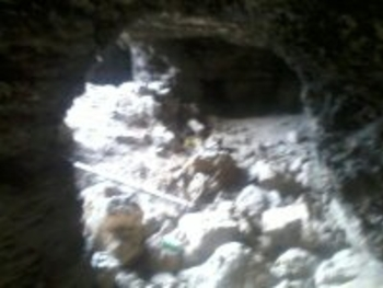 dans la grotte