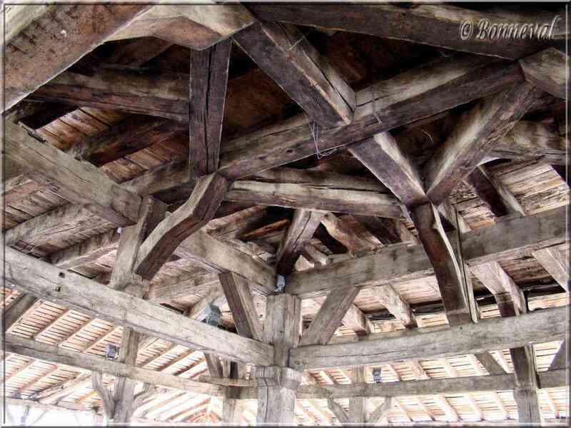 Villeréal Lot-et-Garonne la halle du 14ème siècle