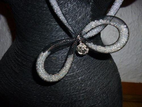 collier résille et perles de rocailles