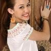 normal_43798_Preppie_-_Miley_Cyrus_-_Anthony_Cutajar_studio_photo_shoot_-_February_2006_11_122_458lo