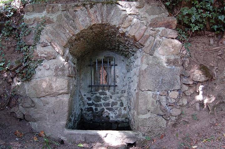 Budeliere, fontaine Sainte Radegonde