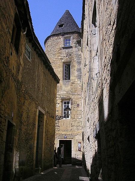 II-Sarlat-Vieille-rue-juin-2006.jpg