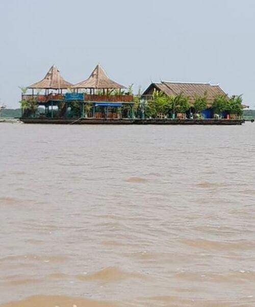 Suite du voyage de Noces N°10 le village flottantPphnom Krom au Cambodge.