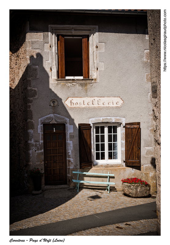 Pays d'Urfé: Cervières et Cornes d'Urfé