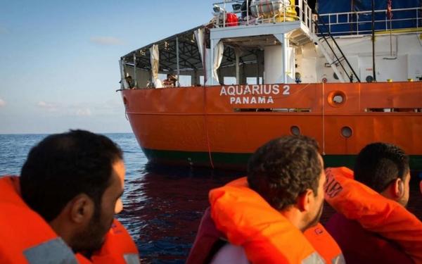 Migrants en Méditerranée : deux instituts préconisent d'ouvrir un centre d'accueil en France