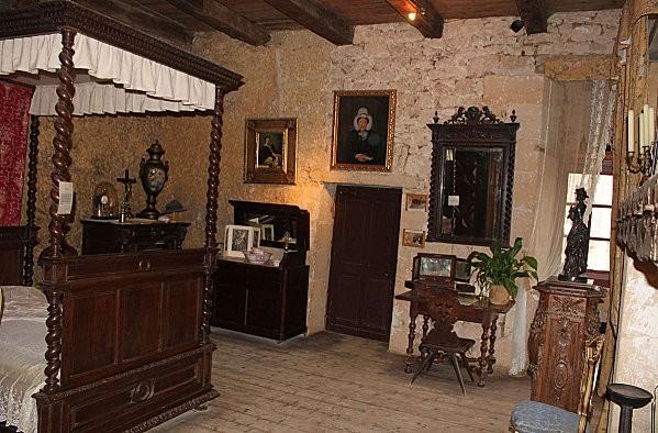 maison forte de reignac -53-