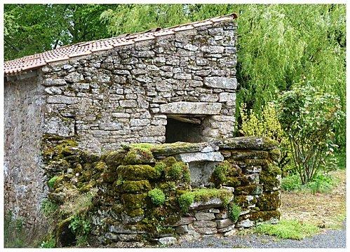 village-mur-pierres.jpg