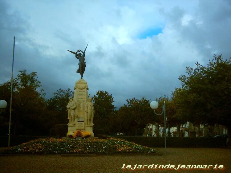 Langon -11 Novembre-Monuments aux -morts de Langon (Gironde)