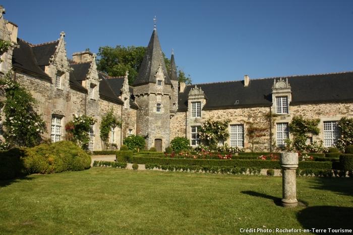 Rochefort-En-Terre, Village Fleuri De Bretagne -  Par Philippe Bourget (Texte Original)     Céline Fion (Adaptation Web) -