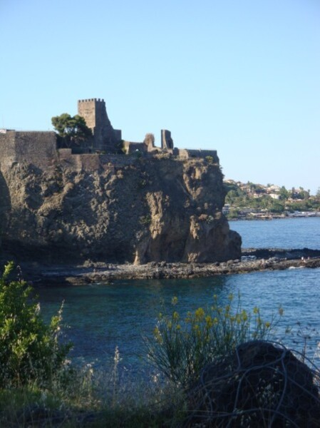 Catane, Aci Castello 2