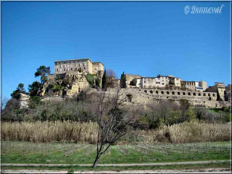 Lauris Vaucluse le château et ses terrasses