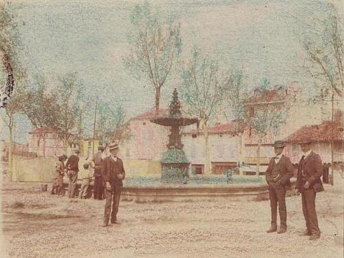Photo rare colorisée de la Place du Jourdain vers 1900-1908