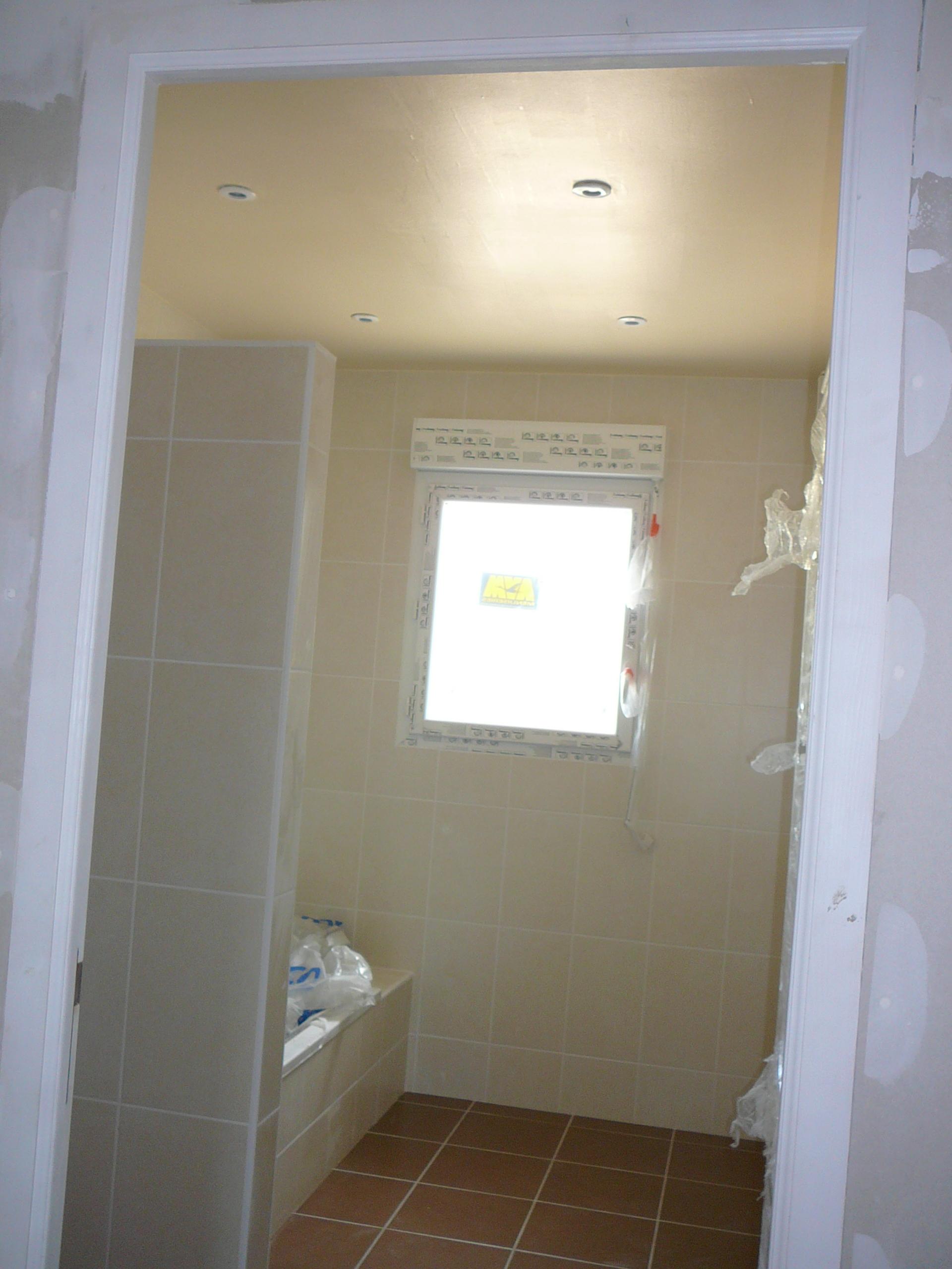 le 30-04-11 peinture plafond salle de bain et sous couche ... - Sous Couche Salle De Bain