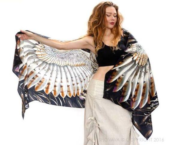 Ses foulards donnent des ailes