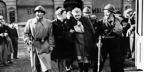 A Belfort, le 20 novembre 1944, deux femmes soupçonnées de collusion avec l'ennemi allemand sont emprisonnées par des soldats de l'armée français. Leurs cheveux ont été tondus