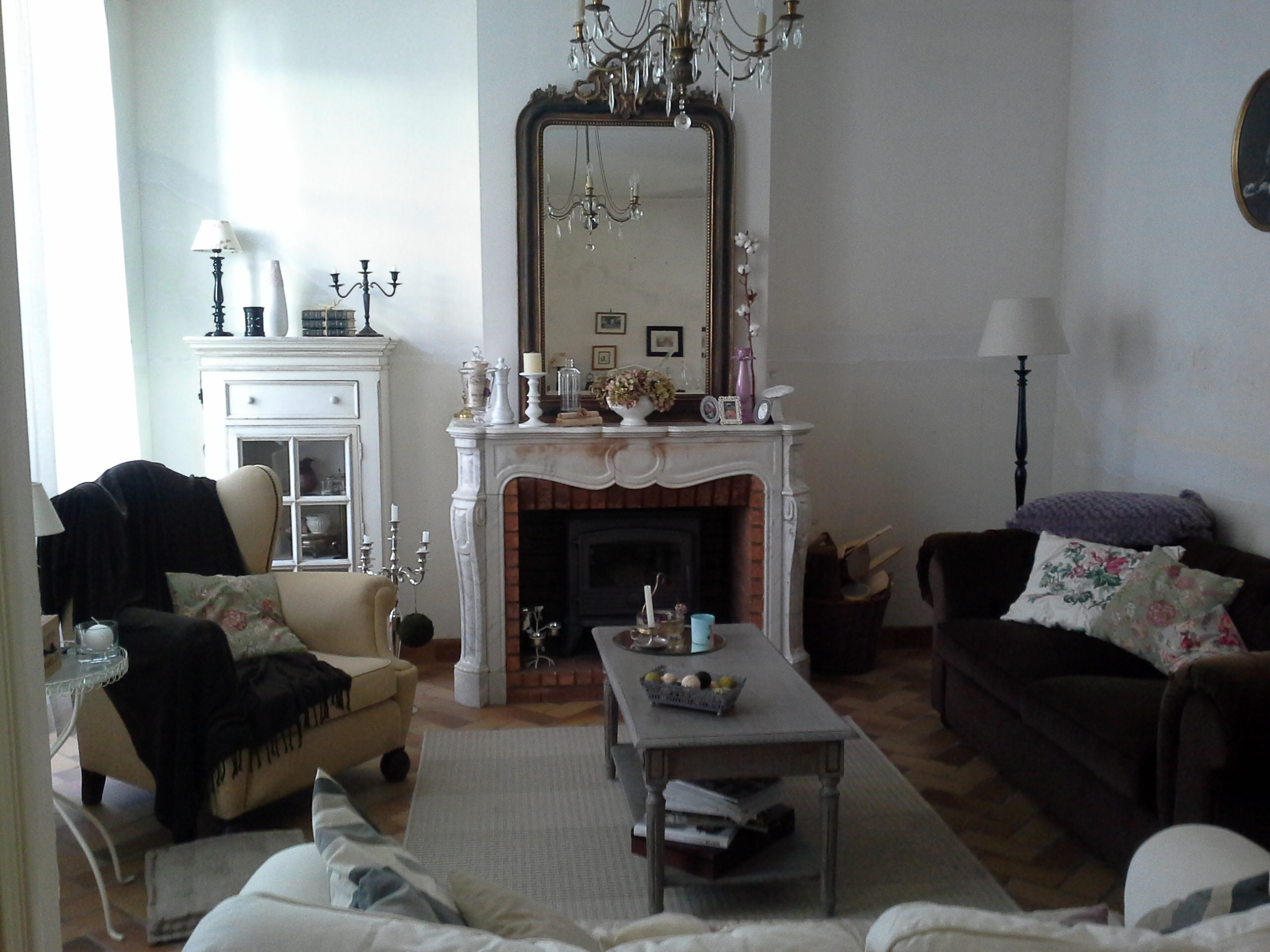 relooking du salon avec le papier peint graham brown dans ma maison il y a. Black Bedroom Furniture Sets. Home Design Ideas