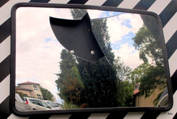 cv03---miroir-casse.JPG
