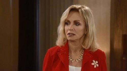 Donna Mills retourne à l'hôpital.