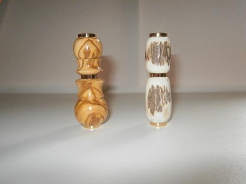 DEUX PARFUMEURS en OLIVIER et en BOIS de CERF
