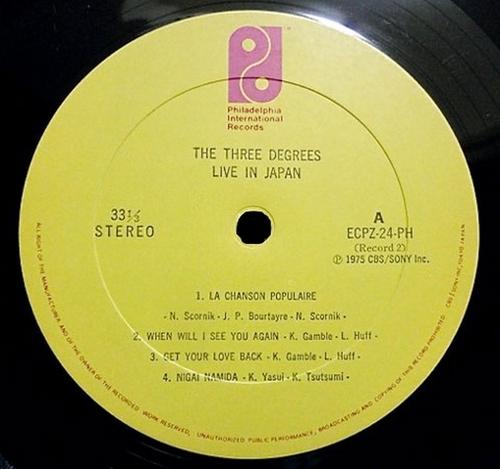 "1975 : The Three Degrees : Album "" The Three Degrees Live "" Philadelphia International Records PZ 33840 [ US ]"