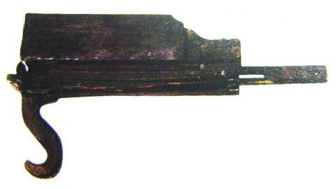 Arbalète à répétition à 2 coups la plus ancienne (IVe siècle av.J.C.) à ce jour trouvée dans une tombe de l'État de Chu